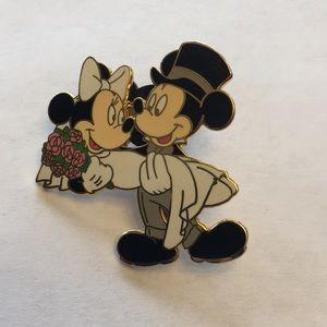 Disney Wedding Pin Mickey Minnie Bride Groom 2004